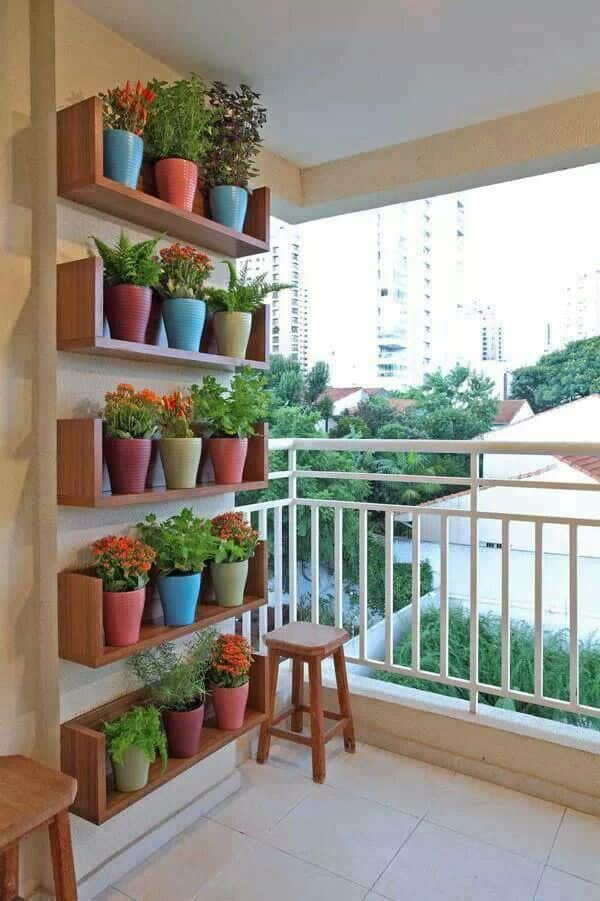 Genius vertical balcony garden