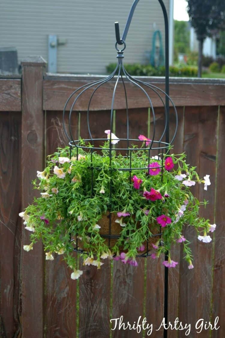 73 hanging planter ideas to try in all seasons morflora for Hanging flower pots ideas
