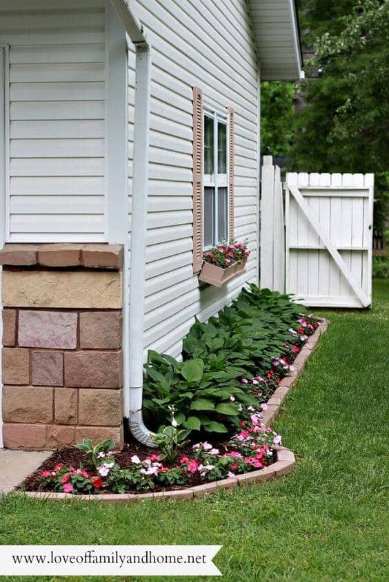 Side Yard Flower Bed for Small Spaces