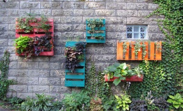 The Multi-Colored Pallet Planter Gardens PGI31