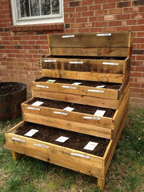The Stair-Stepped Pallet Planter Garden PGI38