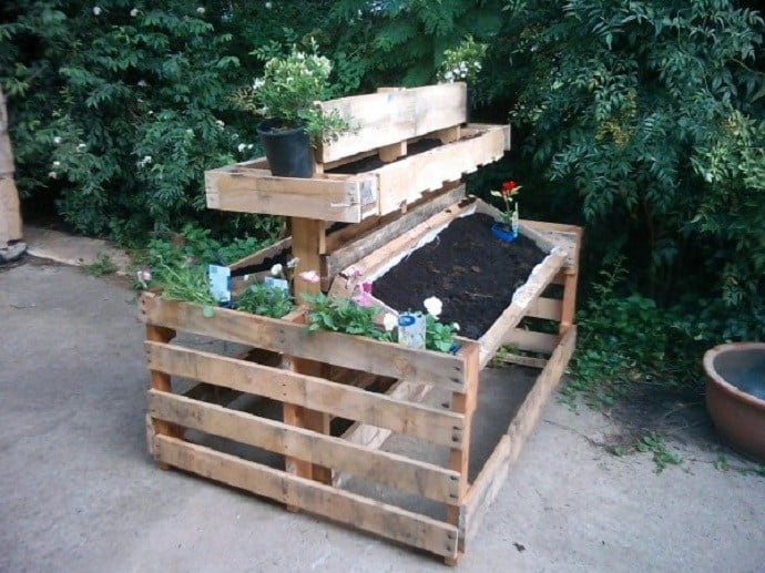 The Stand Alone Pallet Planter Garden PGI24