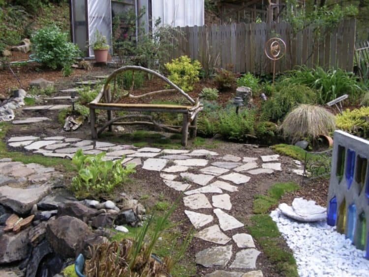 Ideas For Beautiful And Affordable Garden Pathways